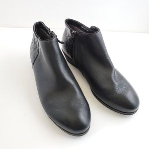 SoftWalk Black leather croc Rocklin bootie size 10